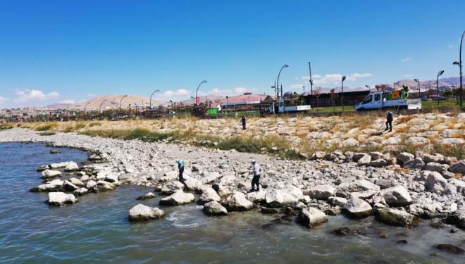 Van Büyükşehir Belediyesi ilaçlama çalışmalarına devam ediyor