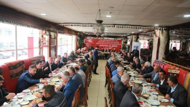 Başkan Akman, kahvaltıda muhtarlarla bir araya geldi
