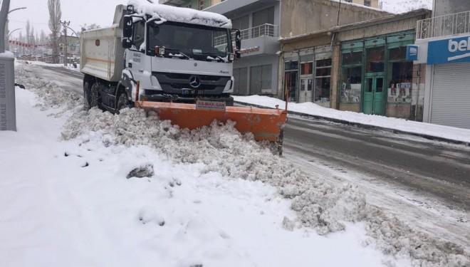 Başkale'de 61 yerleşim yerinin yolu ulaşıma kapandı