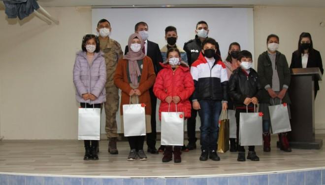 Özalp ilçesinde 'İstiklal Marşı'nı Güzel Okuma Yarışması' düzenlendi