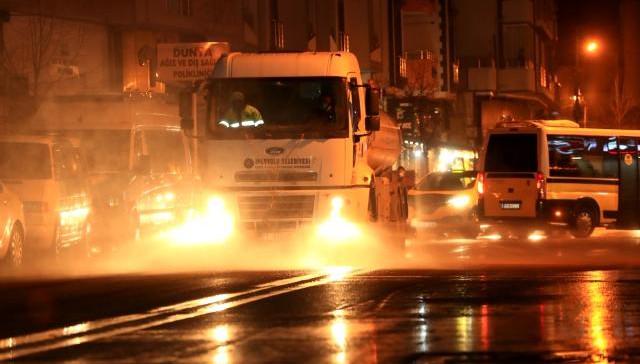 İpekyolu Belediyesi'nden gece temizliği: 3 ton çöp toplandı