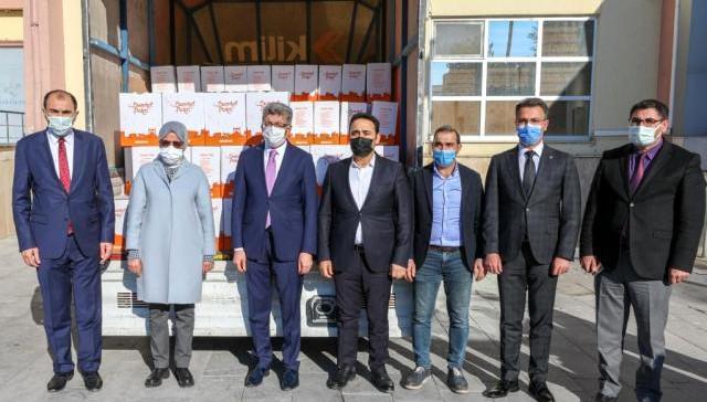 Oda Başkanı Ertopçu ve kardeşinden 400 koli gıda yardımı