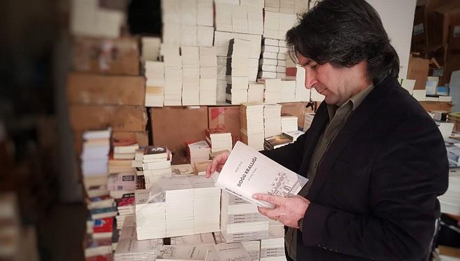 """Vanlı turizmci Murat Beyaz'ın """"Doğu Krallığı: Bir Urartu Romanı"""" isimli kitabı çıktı"""