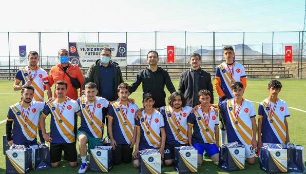 İpekyolu Belediyesinden 'Yıldız Erkekler Futbol Turnuvası'