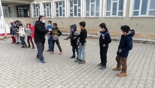 Van'daki köy okuluna spor malzemesi desteği