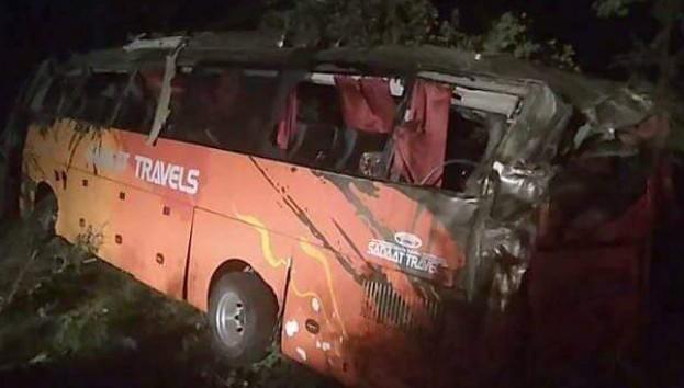 Pakistan'da otobüs kazası: 15 ölü, 20 yaralı
