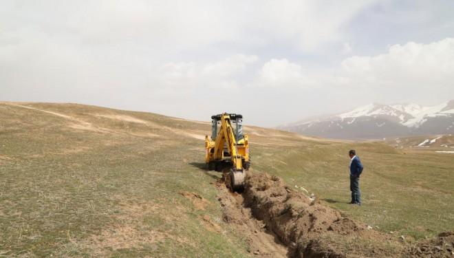 Başkale'de tarımsal sulama kanalları temizleniyor