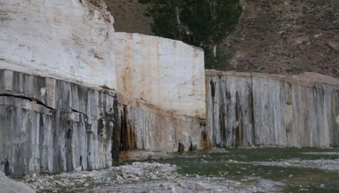 Gürpınar'da mermer ocağı gerginliği: Kaymakamlık, şirket, köylüler ne diyor?