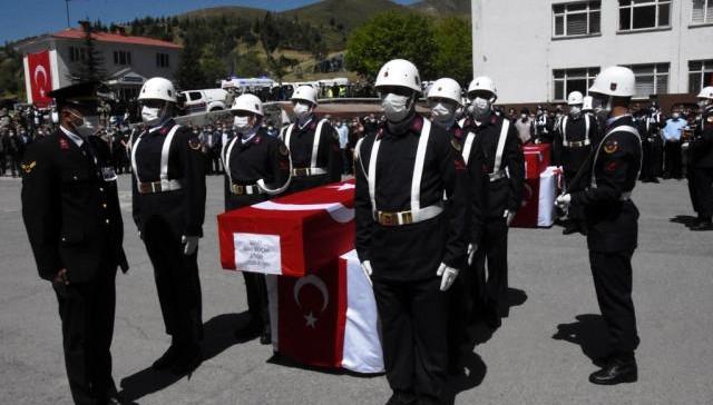 Bitlis şehitleri için uğurlama töreni düzenlendi