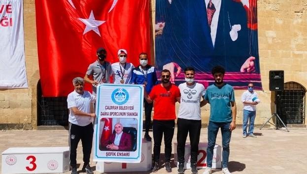 Çaldıran Belediyesinin yetiştirdiği sporcular Türkiye birincisi oldu!