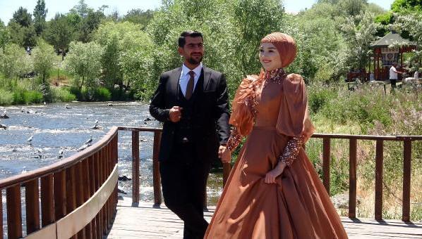 Düğün öncesi Van Balığı göçünü izlediler