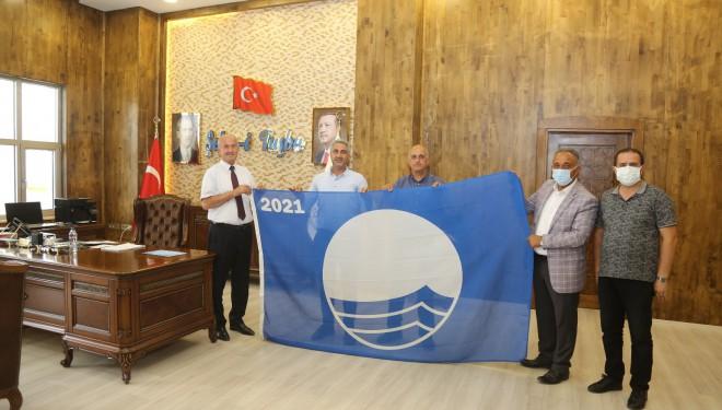 Başkan Akman, 4. kez hak kazanılan 'Mavi Bayrağı' teslim aldı