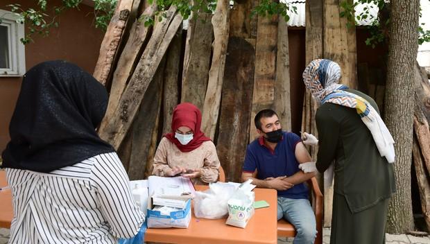 Çatak Halk Eğitim Merkezi Müdürlüğünden aşıya tam destek
