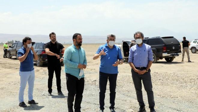 Van Büyükşehir Fidanlık- İskele sahil yolunda çalışmalarını sürdürüyor