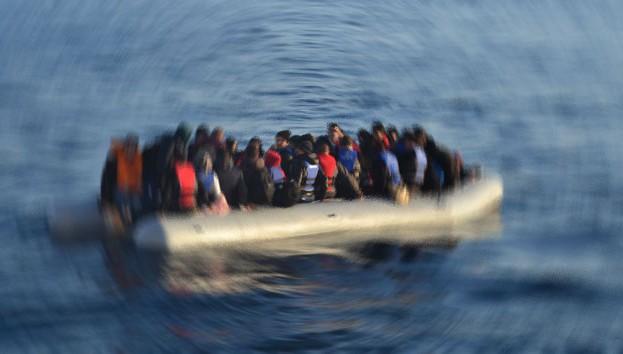 Libya açıklarında göçmenleri taşıyan bot alabora oldu: 57 kişi öldü