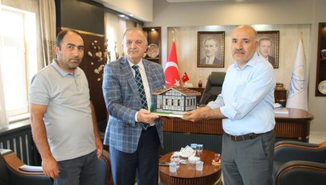 Arhavi Belediye Başkanı Kurdoğlu'ndan Edremit Belediyesine teşekkür ziyareti