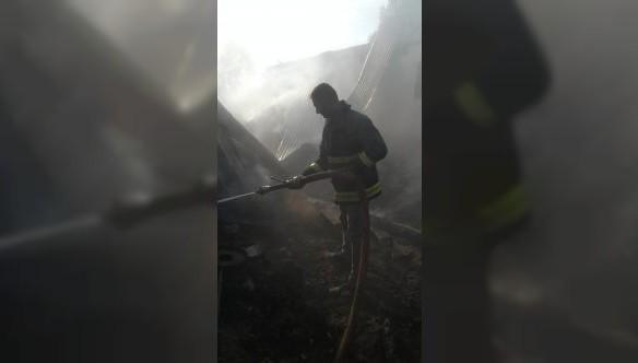 Muradiye'de samanlık yangını