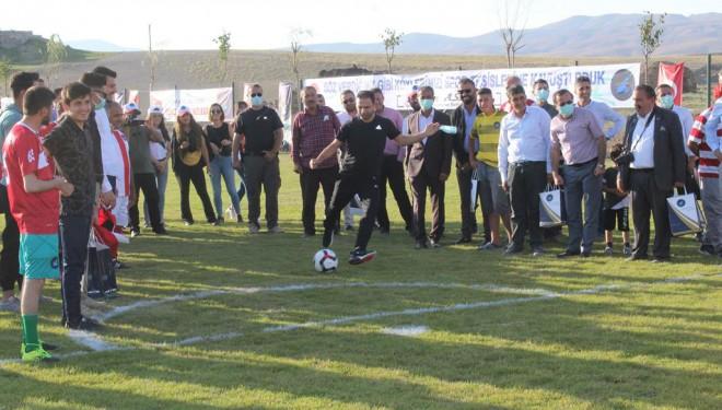 İpekyolu Belediyesinden kırsal mahallere spor tesisi