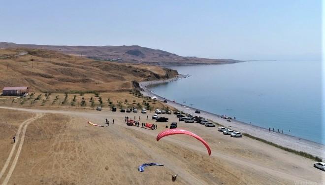 Tuşba Belediyesinden '30 Ağustos Zafer Bayramı Yamaç Paraşütü' etkinliği