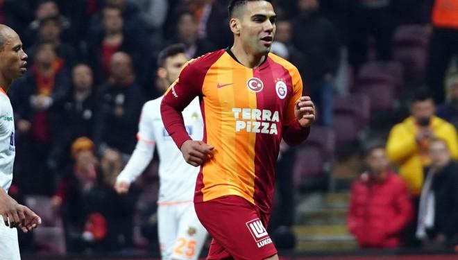 Galatasaray, Radamel Falcao'yla yollarını ayırdı!