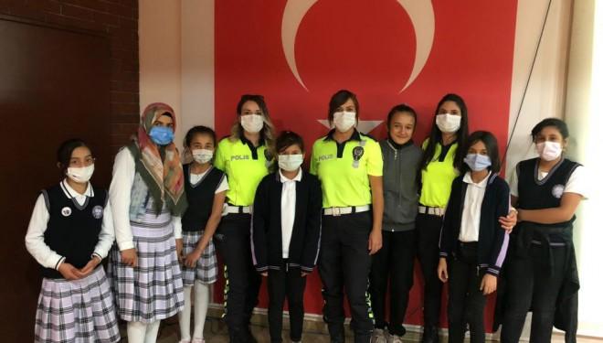 Polisten öğrencilere trafik eğitimi