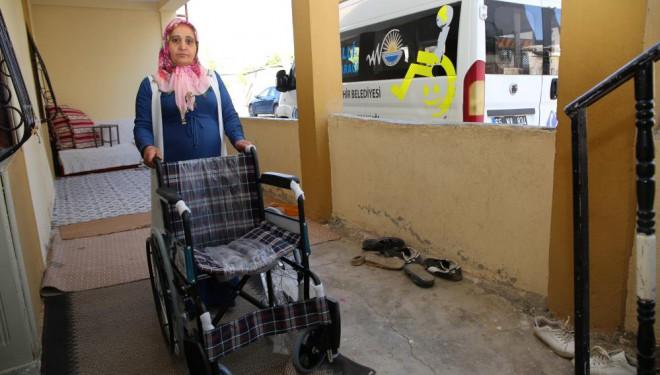 9 vatandaşa tekerlekli sandalye desteği