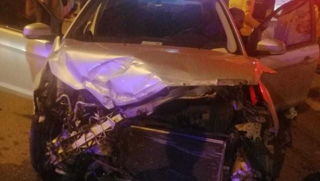 Otomobil kamyona çarptı: 1 yaralı!