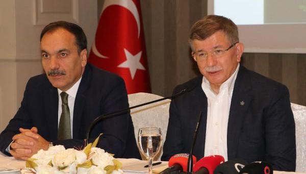 Davutoğlu: Ankara'da Oturarak