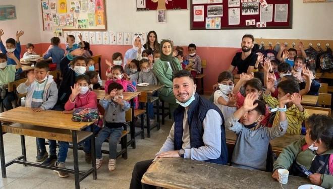Eğitim gönüllülerinden yüzleri gülümseten hareket