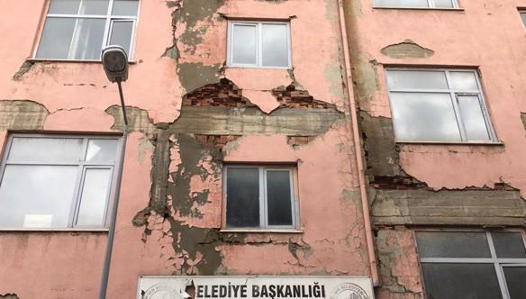 Van yeni bir depreme hazır değil! Kentte yıkılması gereken 12 bin ağır hasarlı konut bulunuyor!