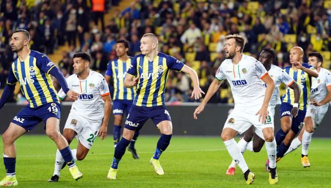 Fenerbahçe evinde son dakikada yıkıldı!