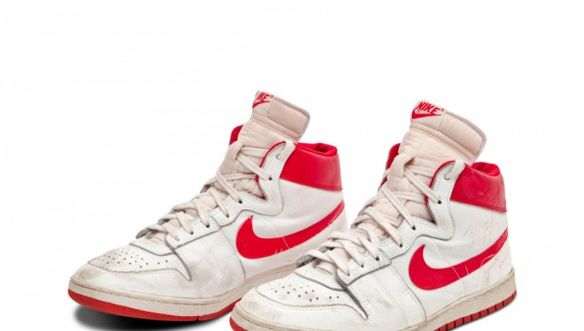 Michael Jordan'ın ayakkabıları rekor fiyata satıldı!