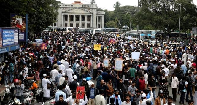 Hindistan'da tansiyon düşmüyor: 3 ölü