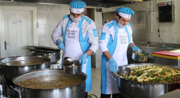 Muradiye'de 620 ihtiyaç sahibine günde 3 çeşit sıcak yemek