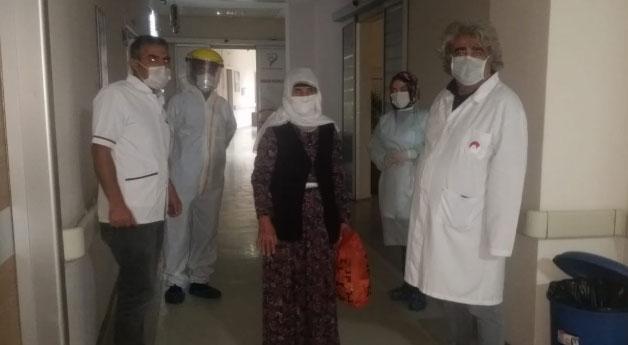Özalp ilçesindeki son korona hastası alkışlarla taburcu edildi