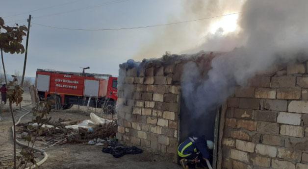 Gürpınar'da tandır evi yangını
