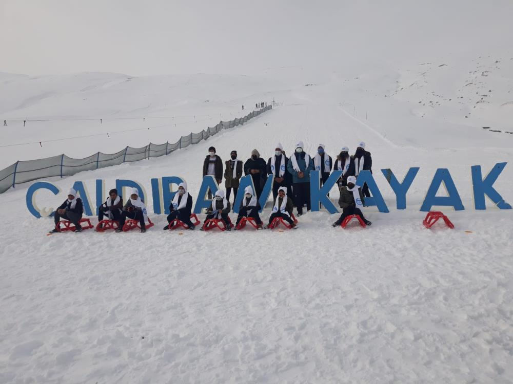 Çaldıran termal kayak merkezine hafta içi yoğun ilgi