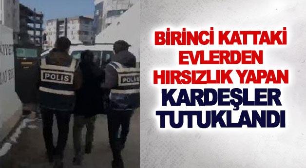 Birinci kattaki evlerden hırsızlık yapan kardeşler tutuklandı