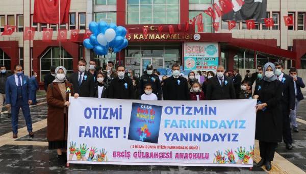 Erciş'te otizmli çocuklar gökyüzüne balon bıraktı