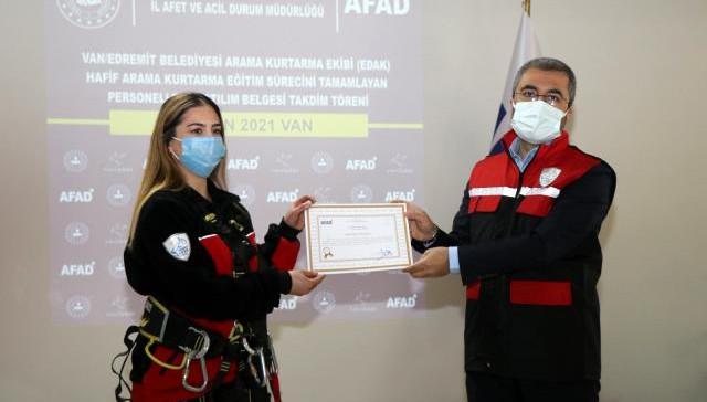 Edremit Belediyesi Gönüllü Arama Kurtarma Ekibine katılım belgesi (VİDEO)