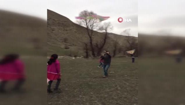 Başkale'de öğrenciler uçurtma şenliğinde buluştu (VİDEO)