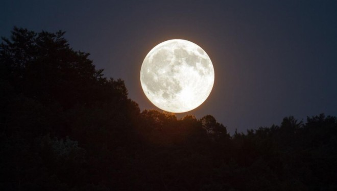 "Van'da ""Süper Ay"" seyrine doyumsuz manzara oluşturdu (VİDEO)"