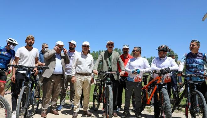 Van'da kuraklığa dikkat çekmek için 200 bisikletli pedal çevirdi