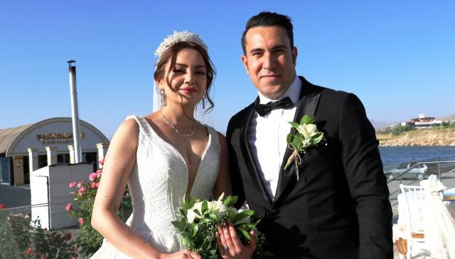 İranlı çift görkemli bir törenle dünya evine girdi