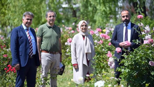 Rektör Şevli 'Gül Bahçesi'ni gezdi (VİDEO)