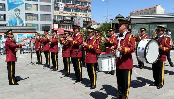 Jandarmadan Kuruluş Yıl Dönümünde Bando Takımı Konseri (VİDEO)