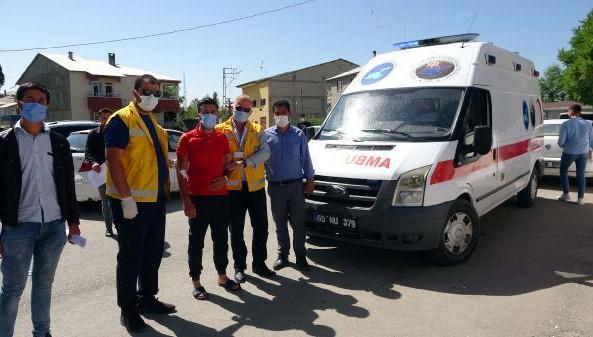 Ameliyat olan genç ambulansla sınava götürüldü