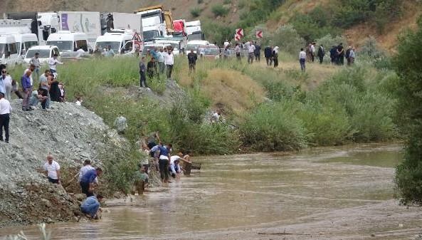 Van-Hakkari Karayolu'ndaki Zap Suyu Taştı!