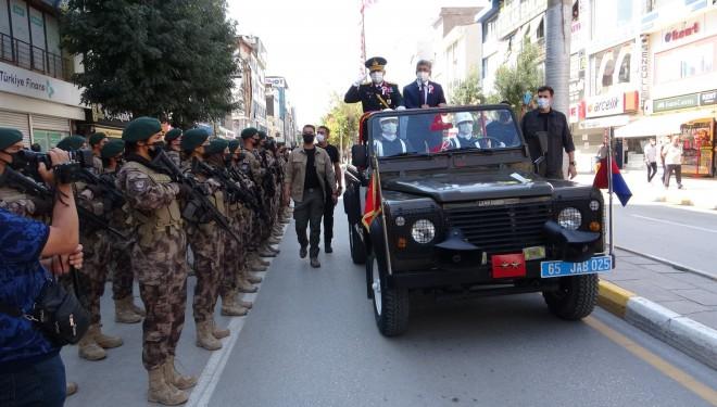 Van'da 30 Ağustos Zafer Bayramı'nın 99. yıl dönümü coşkuyla kutlandı
