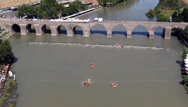 Dicle'de rafting yapıldı